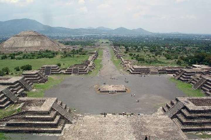 Teotihuacan-pyramid-