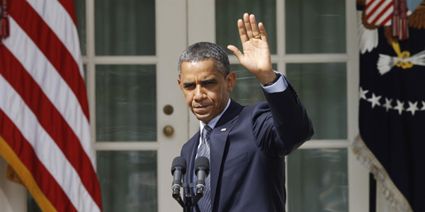 U.S. President Barack Obama waves after talking about cutting the U.S.deficit during an appearance in the Rose Garden of the White House in Washington September 19, 2011. Obama will lay out a plan on Monday to cut the U.S. deficit, striking a populist tone aimed at galvanizing his Democratic Party base ahead of the November 2012 election. REUTERS/Larry Downing (UNITED STATES - Tags: POLITICS BUSINESS)