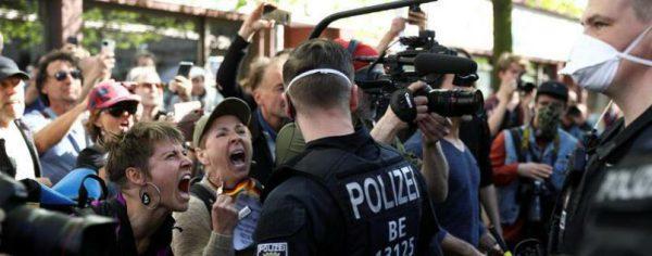 Manifestații față de încălcarea libertăților