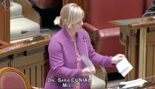 Deputata Sara Cunial a rupt decretele stării de urgență