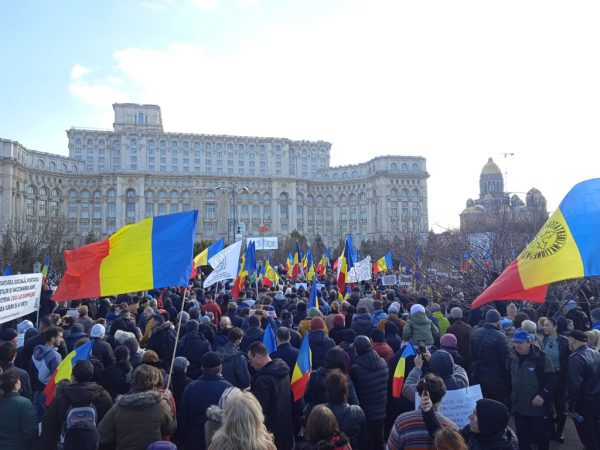 LIVE - Proteste masive ACUM