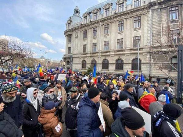 Cerem numele tuturor specialiștilor care au impus ridicarea libertăților și protocoalele medicale în România